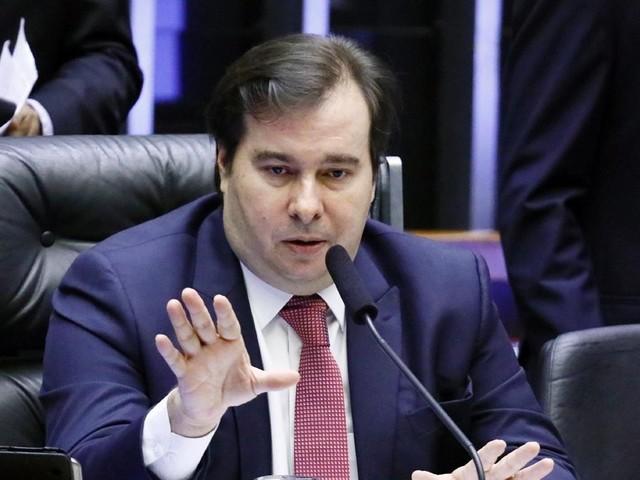 """Maia critica """"besteira"""" de Ernesto Araújo e diz que ministro é """"muito ideológico"""""""