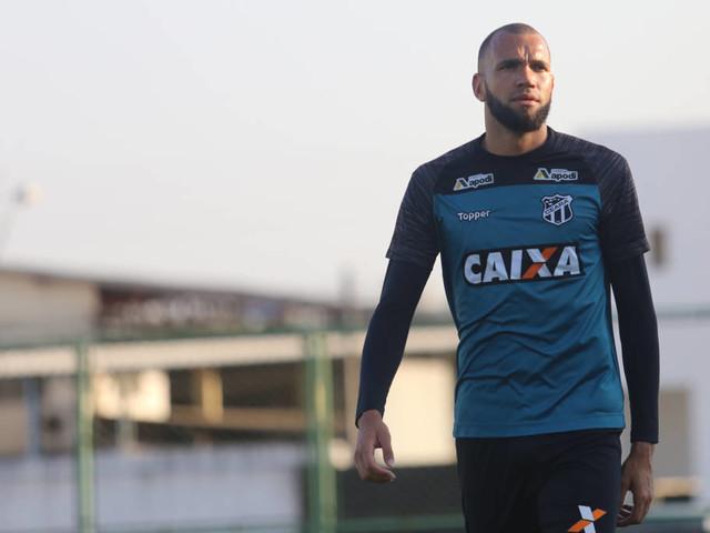 Santos precisa aumentar proposta para contratar o goleiro Everson