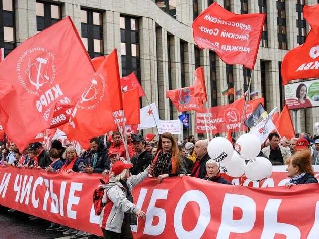 """Comunistas e liberais protestam por """"eleições honestas"""" em Moscou"""