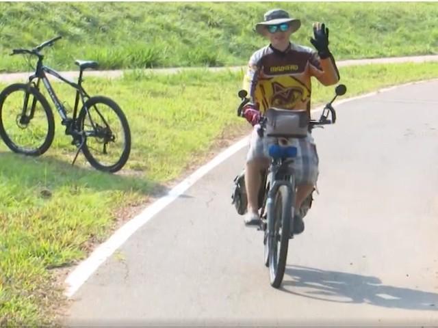 Após AVC, russo decide conhecer o mundo de bicicleta e passa pelo Acre: 'a vida é muito curta'
