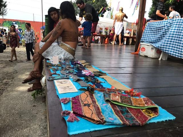 Feira de Natal dos Artesãos reúne 70 artistas na venda de produtos na Ponta Negra, em Manaus