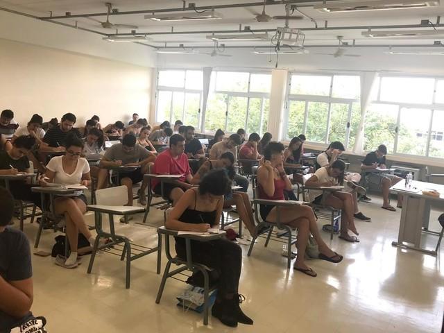 Unicamp 2019: prova de redação aborda 'doutrinação ideológica na sala de aula' e desenvolvimento