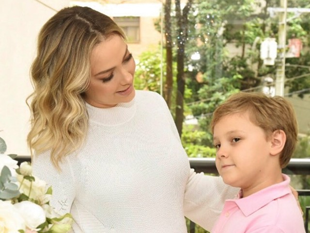 Carol Dantas enche a web de emoção com declaração ao filho, Davi Lucca