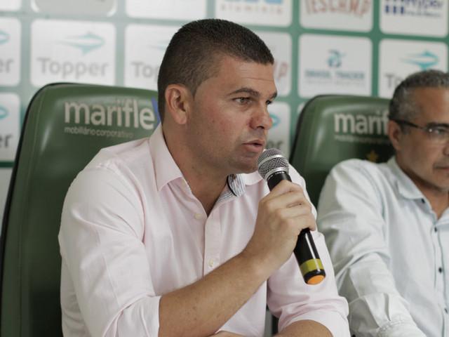 Coxa deve anunciar Umberto Louzer, ex-Vila Nova, como treinador
