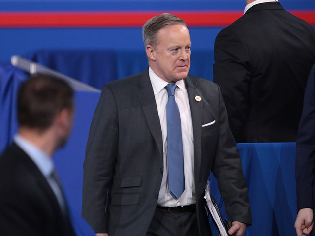 Sarah Sanders irá substituir Sean Spicer como porta-voz da Casa Branca