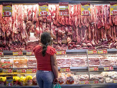 Hong Kong retira do mercado carne importada do Brasil