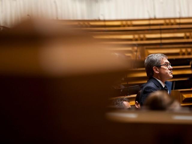 Jorge Lacão e Abílio Morgado falham eleição para órgãos externos do Parlamento