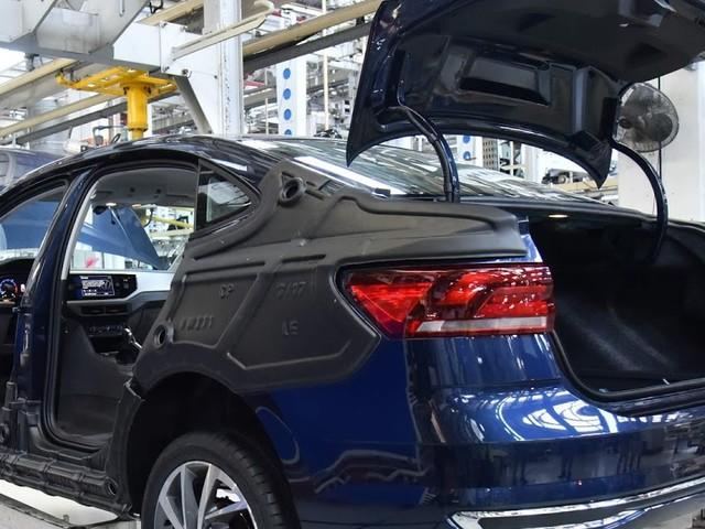 Volkswagen Virtus começa a ser produzido no Brasil - vídeo