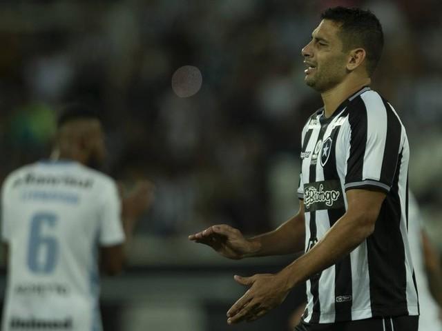 Quarto pior ataque, Botafogo é o time que menos chuta no Brasileiro