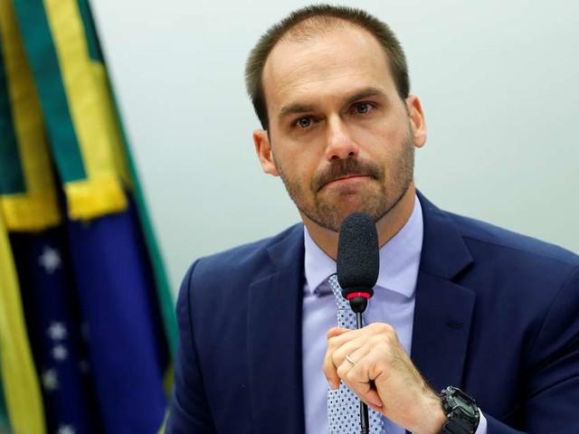 Eduardo Bolsonaro vira piada ao defender separação por gênero nas escolas