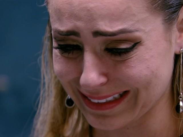"""Após briga com Hariany, Paula desabafa: """"Sou o pior ser humano do mundo"""""""
