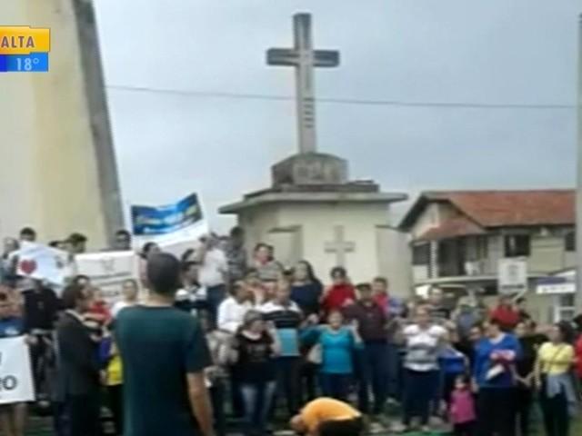 Familiares de mãe e filhas mortas em incêndio pedem justiça em Capela de Santana
