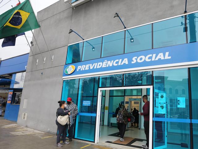 Justiça proíbe INSS de punir médicos que não retornaram