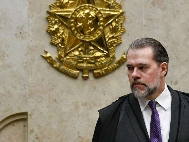 A pedido da defesa de Flávio Bolsonaro, Toffoi suspende inquéritos com dados Coaf