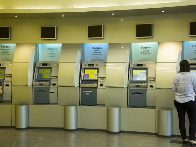 Com concorrência digital, bancos fecham agências para cortar custos