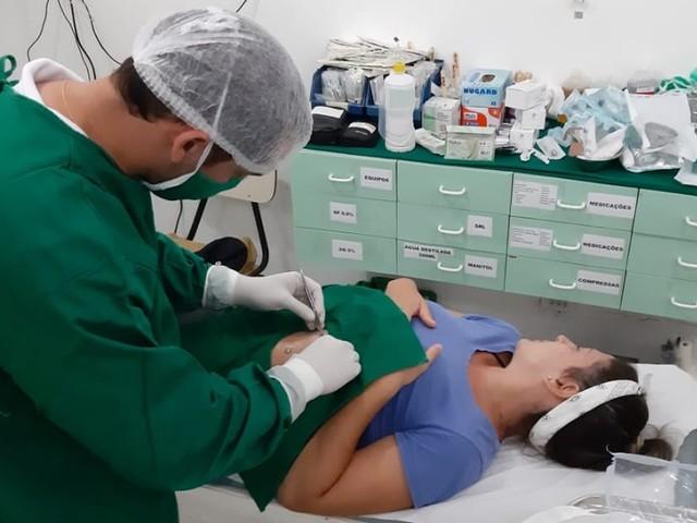 Velejadores voluntários fazem atendimento de saúde em Noronha