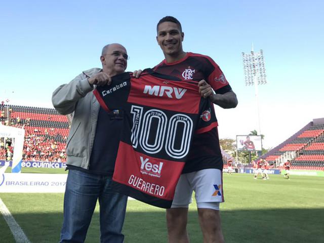 Flamengo não quer mais pagar salários de R$ 800 mil a Guerrero. E vai processar Peru