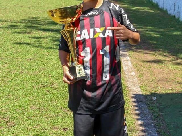 Pais de jogador do Flamengo morto em incêndio no CT falam sobre filho: 'Conquistou o sonho com muita alegria'