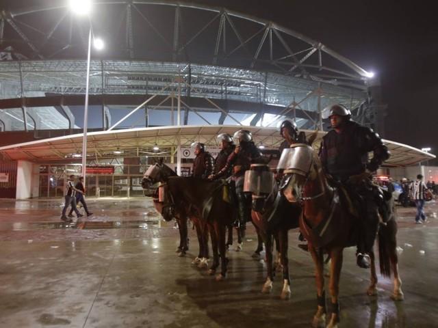 PM limita organizadas de Botafogo e Flamengo no Nilton Santos e monitora desobedientes