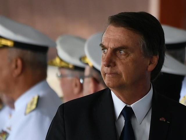 Bolsonaro assina decreto que facilita porte de armas no país