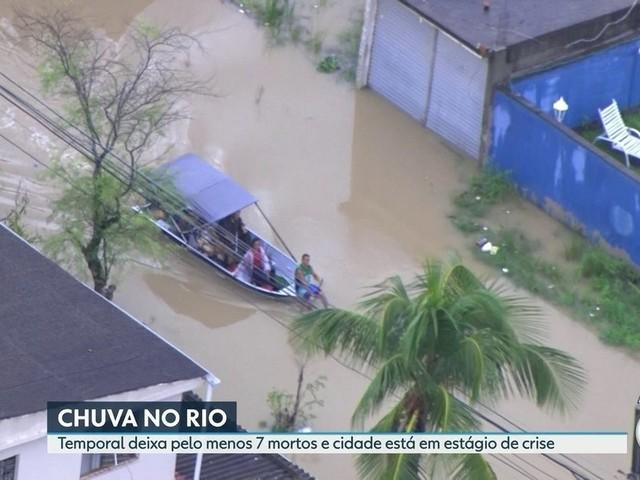 Moradores de comunidades na Zona Oeste do Rio ficam ilhadas após temporal