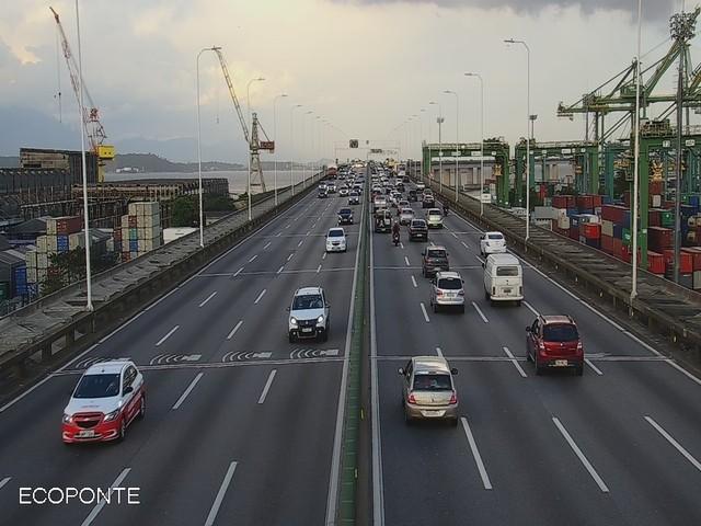 Ponte e Niterói-Manilha têm tráfego intenso na saída do Rio para o réveillon