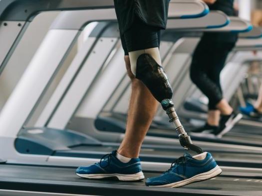Próteses com sensores aumentam capacidade de locomoção dos usuários