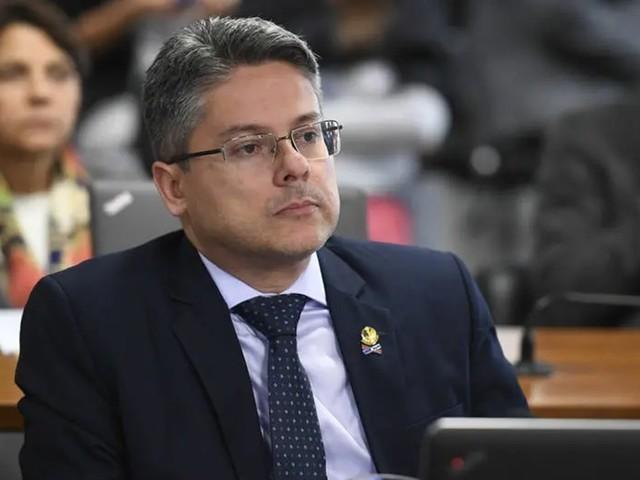 Senador protocola pedido de impeachment de Toffoli e Moraes