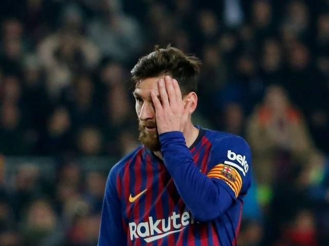 Messi perde um pênalti e converte outro em vitória do Barcelona
