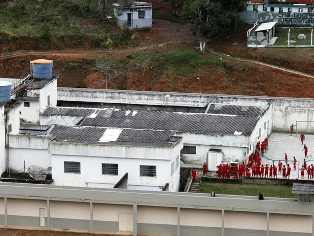 Intervenção no Rio começa com rebelião em presídio