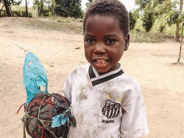 Santos leva ídolos para encontrar João Chico em Moçambique