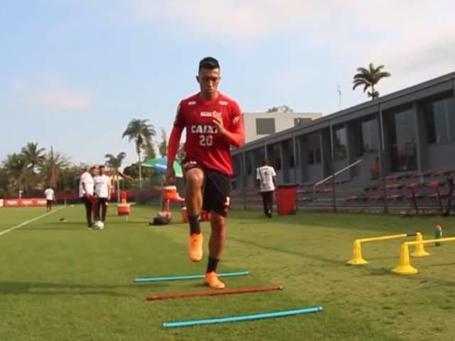 Flamengo treina após vitória e com Uribe em campo