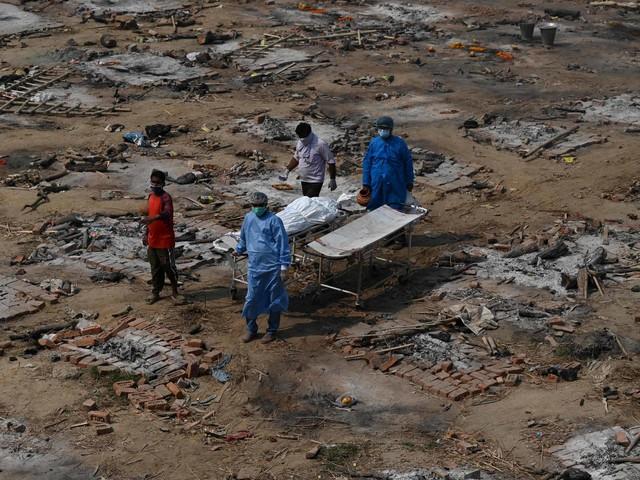 Folha de São Paulo | Covid escancarou estruturas precárias de saúde e saneamento básico da Índia