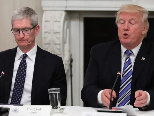 Tim Cook alerta Donald Trump que tarifas sobre a China favorecem Samsung