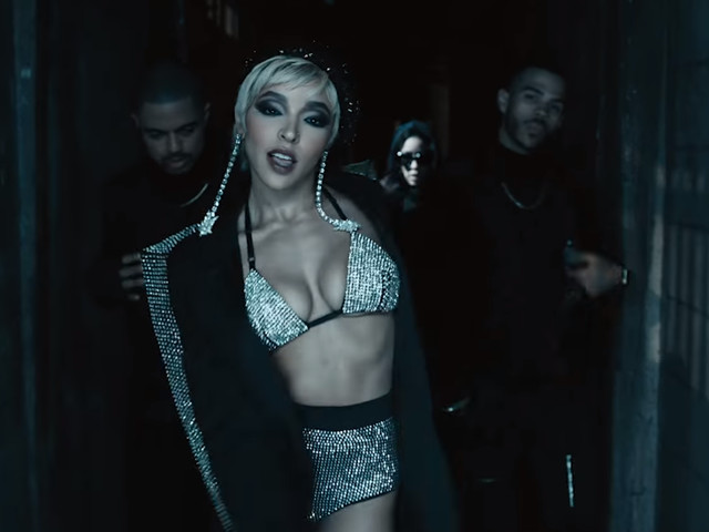 """Tinashe prova (pela milésima vez) que é uma artista completa no clipe de """"No Drama"""""""