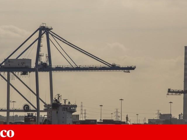 Contentor de navio atracado no porto de Setúbal está a verter ácido sulfúrico
