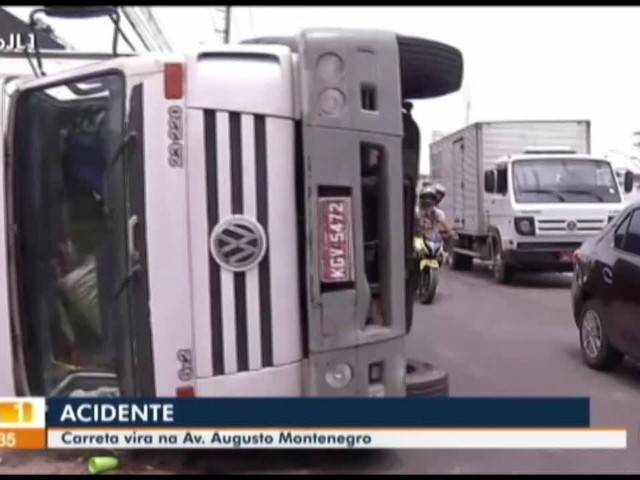 Caminhão tomba na av. Augusto Montenegro, em Belém