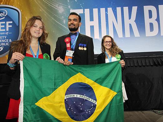 Três brasileiros são premiados em feira de tecnologia nos EUA