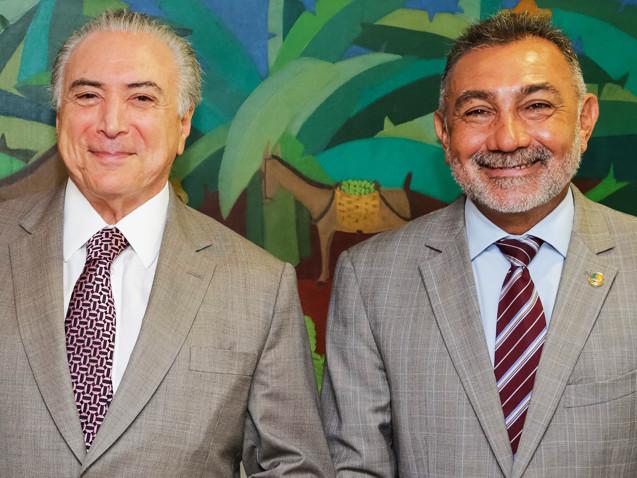 """Senador pede desculpas a Dilma pelo impeachment: """"Botei uma quadrilha ali"""""""