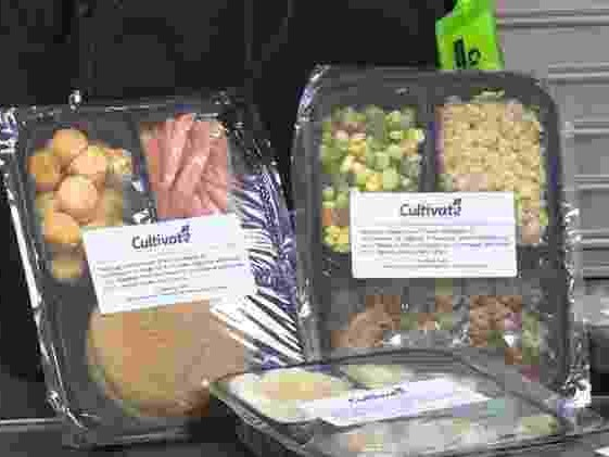 Escola congela e doa merenda para alunos carentes comerem no fim de semana