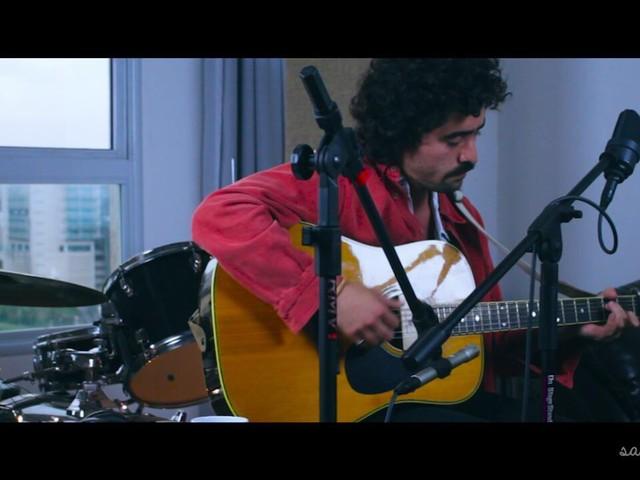 Rodrigo Novo revela canção inédita em sessão acústica