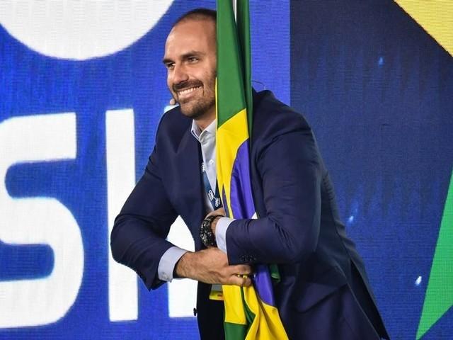 Bolsonaro suspende indicação de Eduardo para embaixada nos EUA