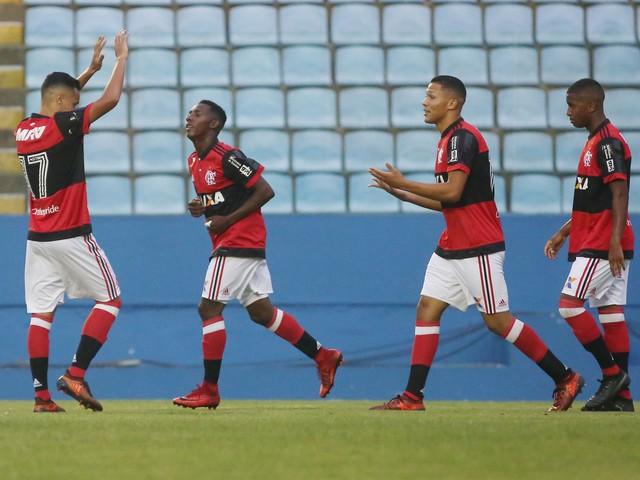 Flamengo goleia Elosport e avança para a terceira fase da Copinha
