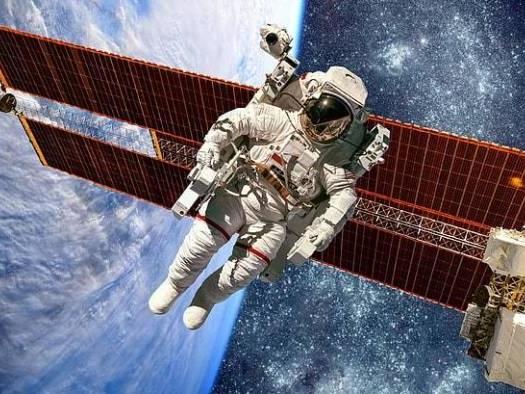 Astronautas fazem exames médicos no espaço antes de voltarem à Terra em abril