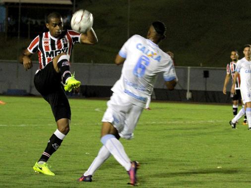 Santa empata com Londrina mesmo com boa atuação e 1º gol de Wellington Cézar