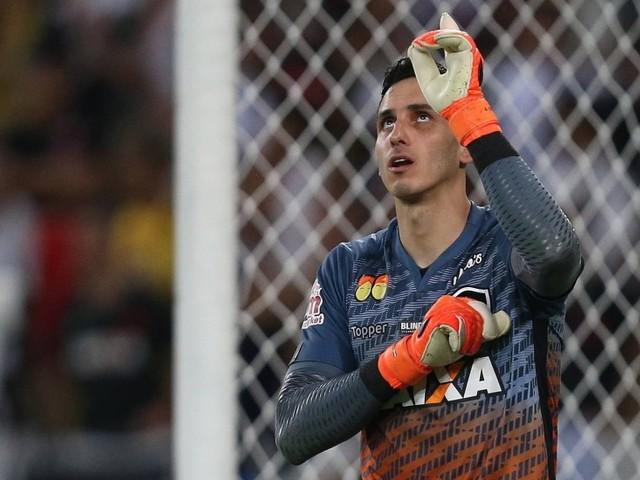 Com o punho direito machucado, Gatito desfalca o Botafogo por até um mês
