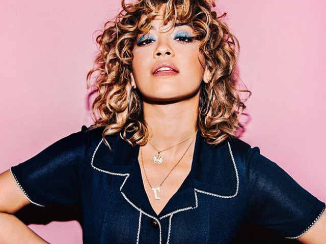 """Não foi dessa vez, """"Girls"""": Rita Ora escolhe """"Anywhere"""" para single e grava clipe em Nova York"""