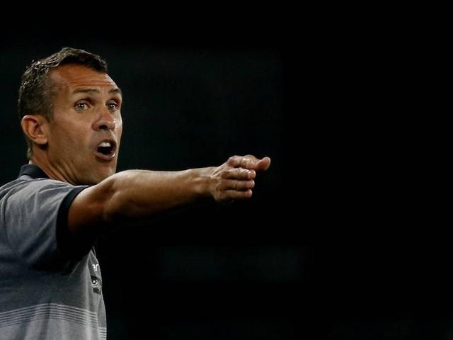 'Se for o nome do Valentim, ficarei feliz', diz Bruno Lazaroni após vitória do Botafogo sobre o Goiás