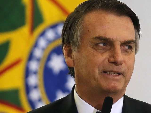 Bolsonaro quer 'ponto final' em briga entre Carlos e Mourão, mas diz que filho estará sempre ao seu lado