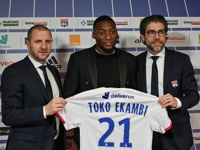 Villarreal empresta atacante Ekambi ao Lyon